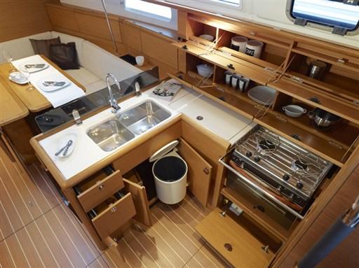 boat-379_interieur_20110706144722