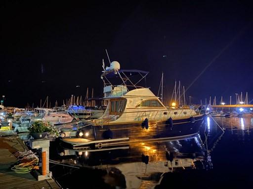 esterno di notte goldstar