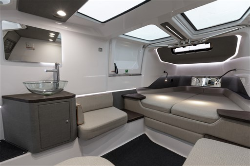 Axopar 37 layout w. comfort package & gullwing doors 3