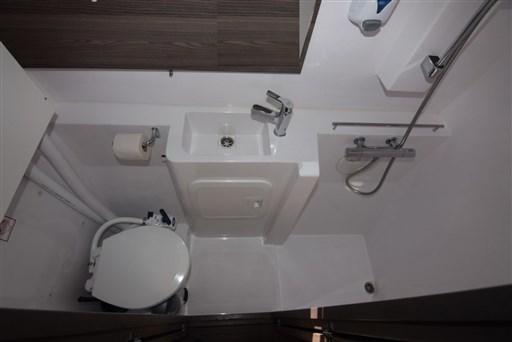 nautitech_40_toilet_2_1024x683