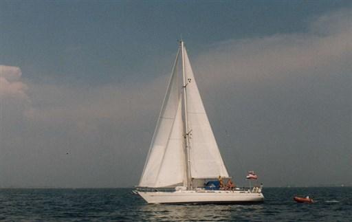 Rose 3 sailing LR