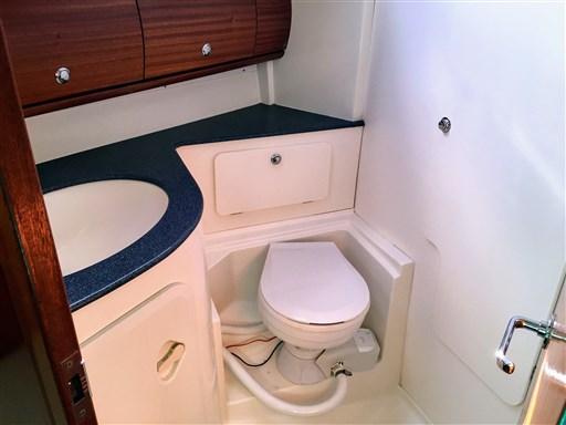 MELINA toilet1