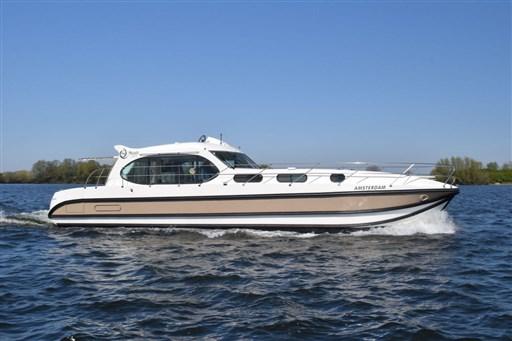 Nicol's Yacht Nicols Sixto