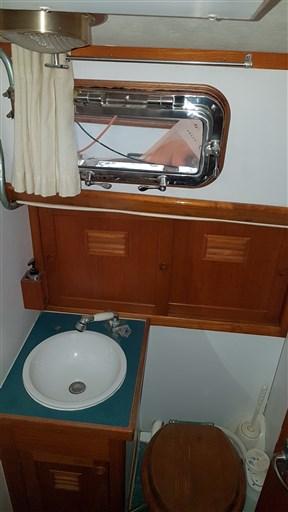 vista interna bagno di poppa wc elettrico