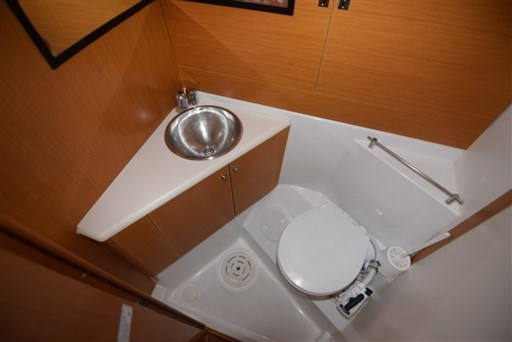 jeanneau_53_toilet_2_1024x683