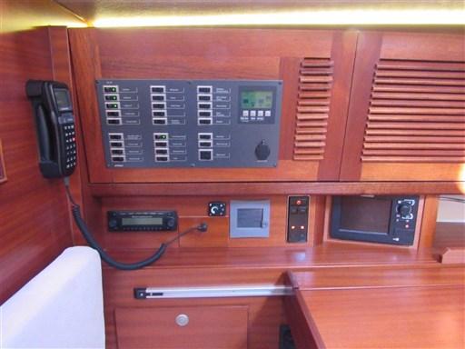 Dehler 41 Gebrauchtschiff - Navigationsecke detail