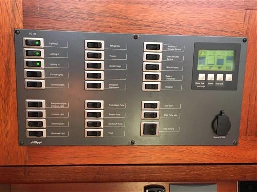 Dehler 41 Gebrauchtschiff - Schalttafel 12V