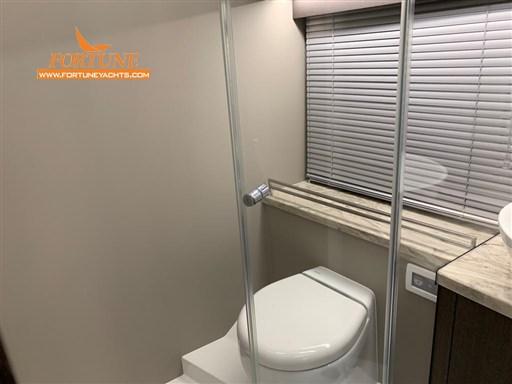 Bagno armatore con box doccia