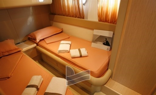 ferretti-460-croatia-charter-antropoti-luxury-yachts-motor-yachts-all-inclusive-yacht-charter-croatia-concierge-twin-cabin
