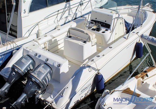 BOSTON WHALER 240 OUTRAGE (2)