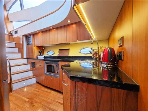 15 - Sunseeker Manhattan 60 Flybridge - Bella Yacht - Mathieu Gueudin - Yacht Broker - Sale - Rent - Charter - Management - Monaco - Cannes - Saint Tropez