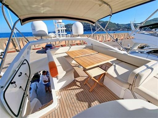 5 - Sunseeker Manhattan 60 Flybridge - Bella Yacht - Mathieu Gueudin - Yacht Broker - Sale - Rent - Charter - Management - Monaco - Cannes - Saint Tropez