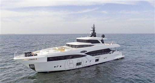 Majesty Yachts 100