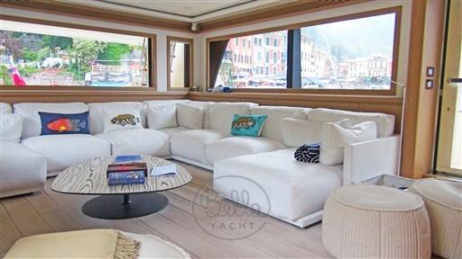 Mochi_Long_Range_23_bella_yacht_saloon