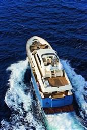 Mochi_Long_Range_23_bella_yacht_navigation