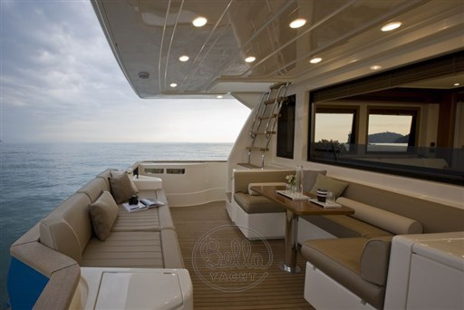Mochi_Long_Range_23_bella_yacht_legend