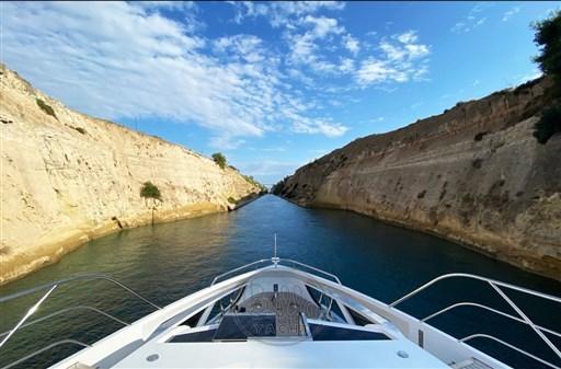 7 - Dominator Yachts - Illumen MY HANAA - Mathieu Gueudin - Yacht Broker - Yachts for sale - Charter - Management - Monaco - Cannes - Saint Tropez