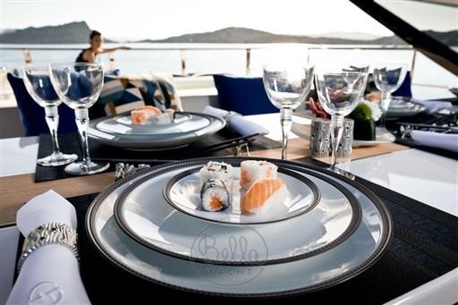 6 - Dominator Yachts - Illumen MY HANAA - Mathieu Gueudin - Yacht Broker - Yachts for sale - Charter - Management - Monaco - Cannes - Saint Tropez