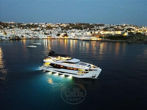 2 - Dominator Yachts - Illumen MY HANAA - Mathieu Gueudin - Yacht Broker - Yachts for sale - Charter - Management - Monaco - Cannes - Saint Tropez