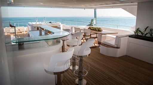 Majesty140- a vendre -yacht -luxe- Cannes- Monaco -St Tropez- Gulf craft - Bella yacht- jacuzzi 2