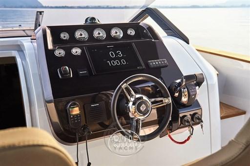 12 - C Tender 38 - Vente - Location - Cannes - Monaco - St Tropez - Bella Yacht - Yacht Broker - Mathieu Gueudin